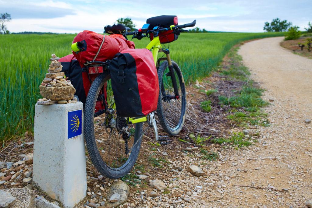 chemin de compostelle à vélo avec arret au camping espace blue océan proche de bayonne